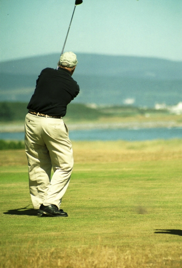golf, knee, knee pain, knee surgery